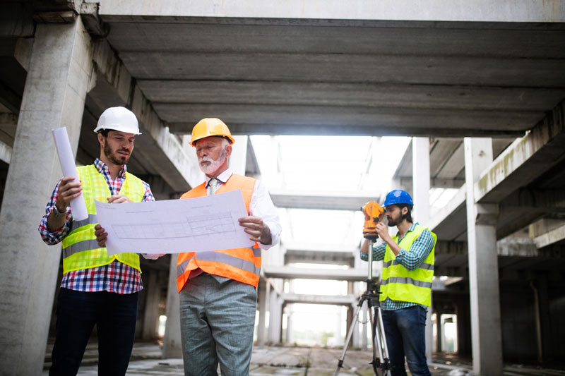 construction-engineer-with-foreman-worker